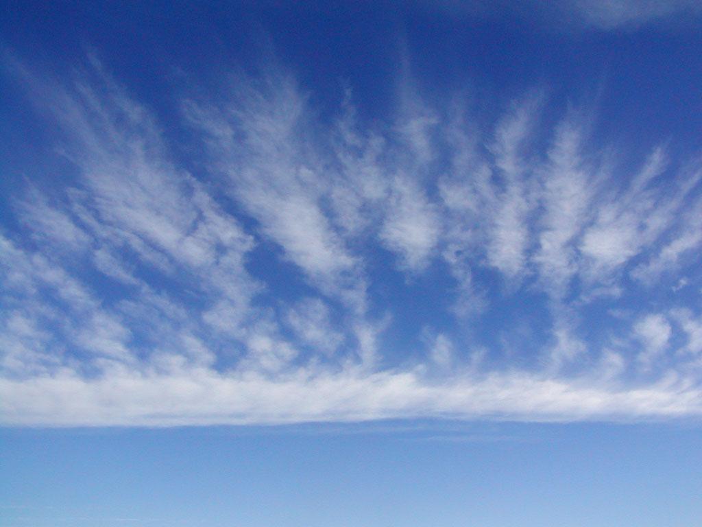 http://usv15ans.free.fr/SauvezTwinsen/dernieresnouvelles/campagne%20lba3/images/nuage%20dans%20le%20ciel.jpg